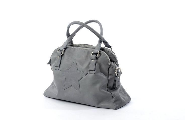 Ooooo....Nice diaperbag!