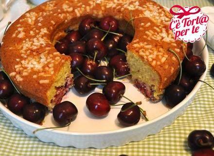 #Ciambella morbida alle #ciliegie e #cioccolato bianco: un abbinamento curioso e senza dubbio golosissimo.  Clicca e scopri la ricetta...