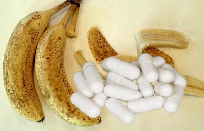Banány obsahujú vysoké množstvo vlákniny a prírodných cukrov, vďaka čomu ide o obľúbené ovocie na rýchle doplnenie energie. Výskumy ukázali, že tento žltý podlhovastý plod je nápomocný pri eliminovaní zdravotných problémov, ktoré často riešime len tabletkami. 1. Plynatosť a zápcha Banány obsahujú pektín, ktorý urýchľuje trávenie a tým vám pomáha spláchnuť z tela všetky toxíny.