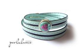 ❀ Rosen auf mint ❀ Leder-Wickelarmband mit handgefertigter Glasperle