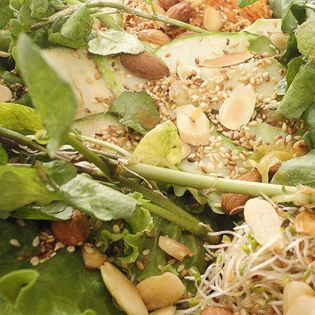 Super Salada com Amêndoas e molho de Gengibre