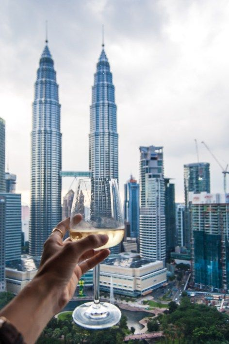 Review of Traders Hotel in Kuala Lumpur, which offers amazing views of the Petronas Towers!