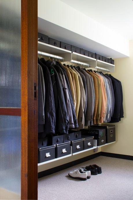 Popular Das Regalsystem wird oft f r begehbare Kleiderschr nke verwendet Hier werden kleinere Dinge in Boxen