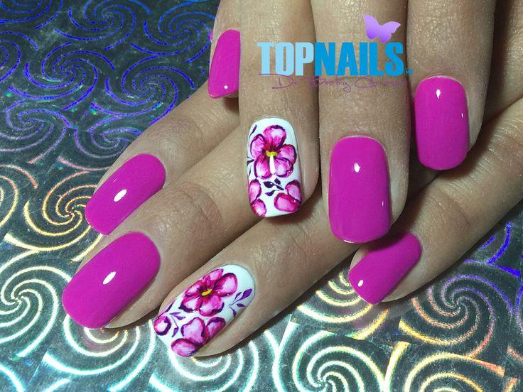Uñas Acrílicas con esmalte tradicional y decorado Floral (Acrylic Nails with traditional enamel and designs flowery) Hazte Fans o Me Gusta en www.facebook.com/... www.topnails.cl ☎94243426, saludos Beatriz