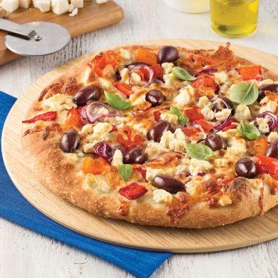 Laissez vos papilles voyager jusqu'en bordure de la Méditerranée grâce à cette pizza à la grecque.