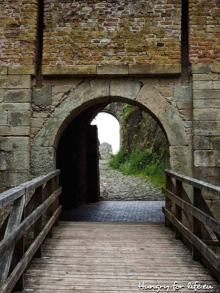 Германия, Бавария, Регенсбург, Донауштауф, руины, замок, руины замка, весна, 2016, мост