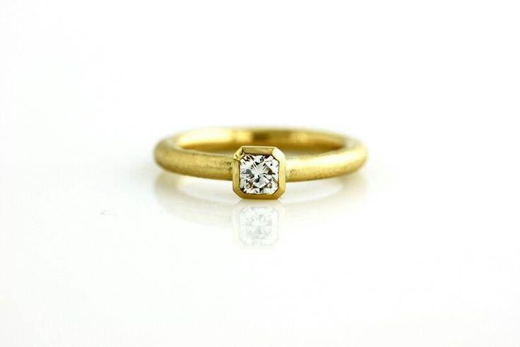 Ægte håndlavet forlovelsesring i 18 kt guld med Flandern cut diamond af Ethan Lindhardt