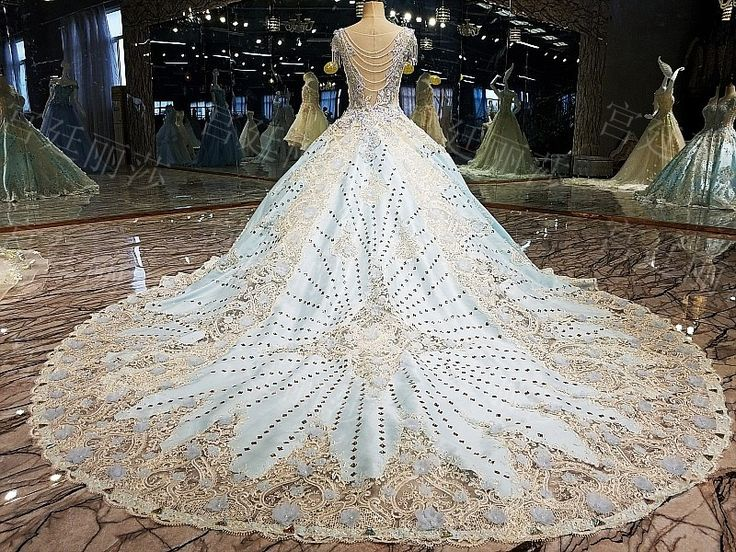 Luxurious Wedding Gown Princess Wedding Dress  Code ~ WGL02  Prices ~ - Short/Tanpa Ekor 6.750.000 - Tail 1 meter 8.600.000 - Tail 2 meter 9.850.000  color ~ Blue  Size ~ S, M, L, XL (Can Custom Size)  Ready dalam 5-7 minggu setelah pembayaran DP 50%
