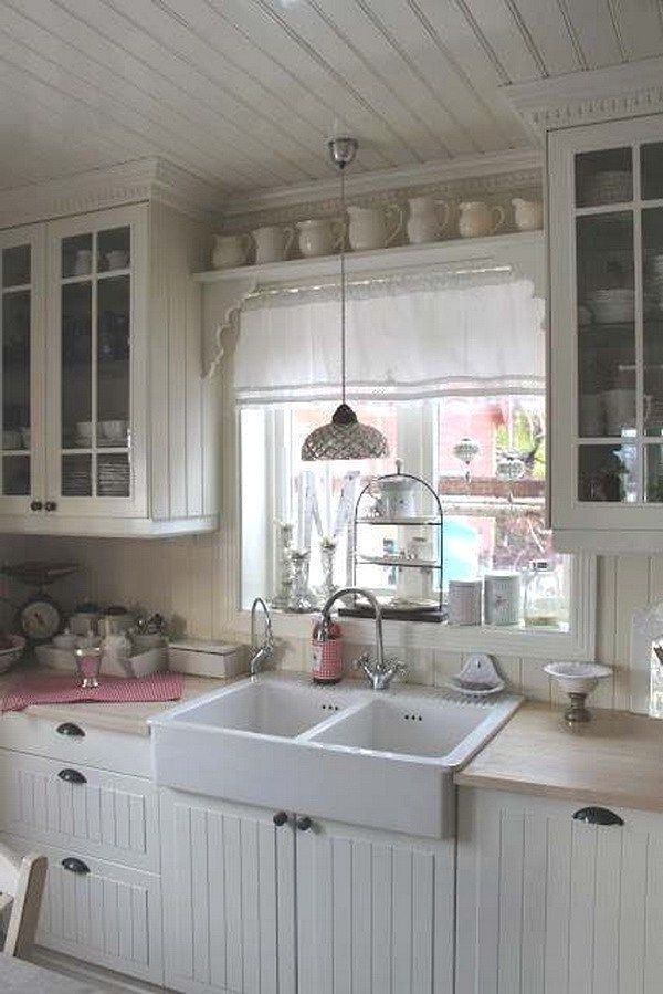 The shabby chic decorating style is especially war…