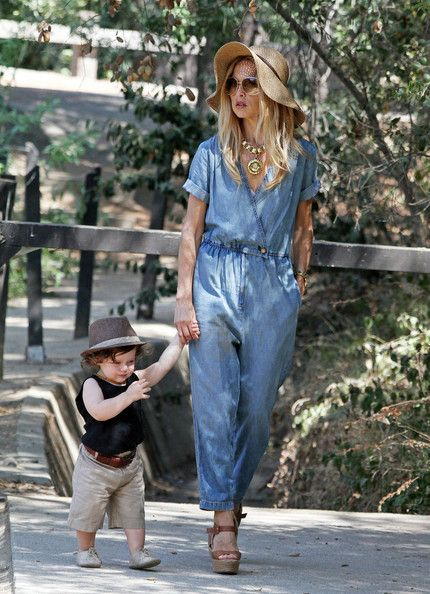 Rachel Zoe polished off her casual-chic weekend wear with a rad statement necklace
