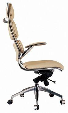 Кресло с высокой спинкой, с мягким сидением и подлокотниками, с механизмом регулировки высоты и наклона кресла, ножки на роликах
