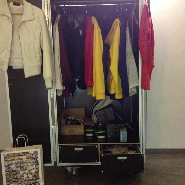 Garderob på hjul! by Örebro Teaterförening, via Flickr
