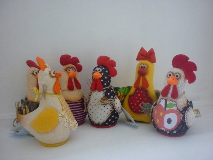 Hens - for pin cushions ? in Russian, but some of a pattern listed at the end of the page. Really Cute.