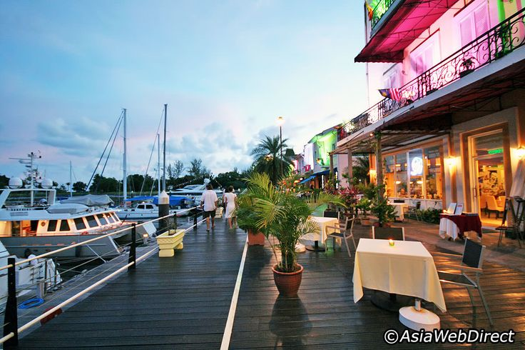 Pantai Kok is home to two main areas that host the most attractions, activities, restaurants, bars and shopping venues - Telaga Harbour Park and the Oriental Village. The Oriental Village - home of the Langkawi Cable Car ride - has a variety of Asian-style cuisine while Telaga Harbour