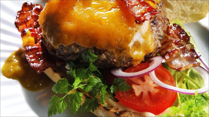 Amerikansk burger med bacon og ost