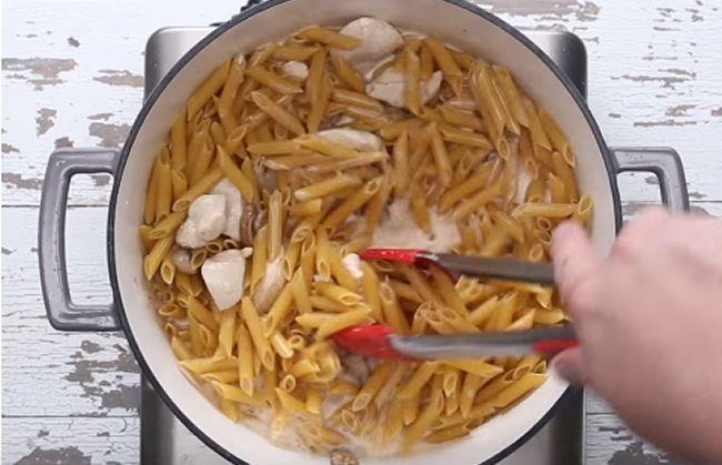 Pri varení tejto obľúbenej pochúťky vám postačí jeden hrniec.