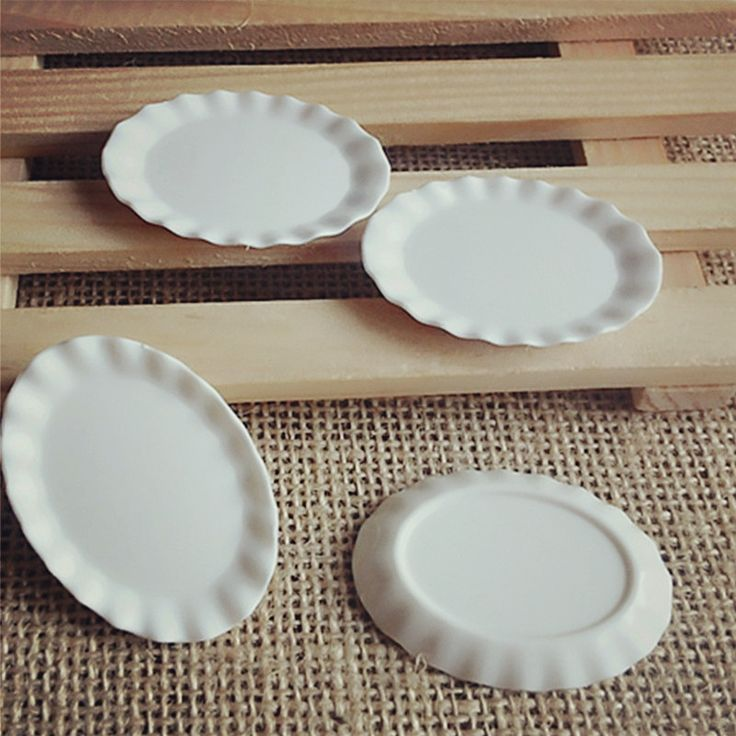 2,94 - 2pcs 1:12 Dollhouse Miniature Cute Mini Kitchen White Wave Edge Dish Plates Oval Shaped Plastic Crafts DIY Dollhouse Decoration