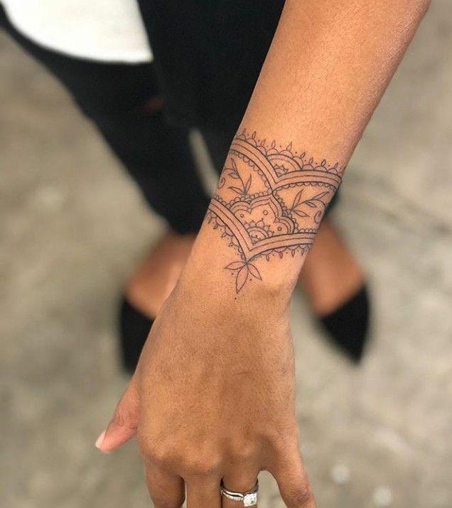 Intricate Wrist Cuff Henna Tattoo Stencil: Pretty Wrist Tattoo Texture