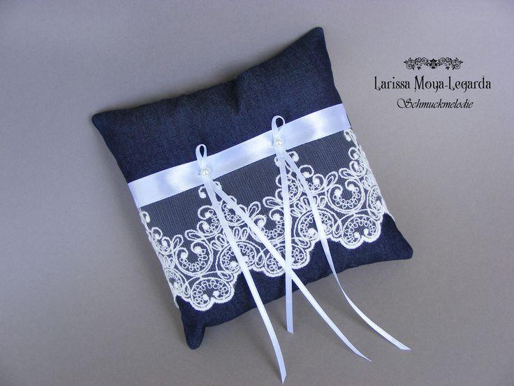 Ringkissen - Ringkissen aus Jeansstoff mit Spitze Hochzeit - ein Designerstück von Schmuckmelodie bei DaWanda