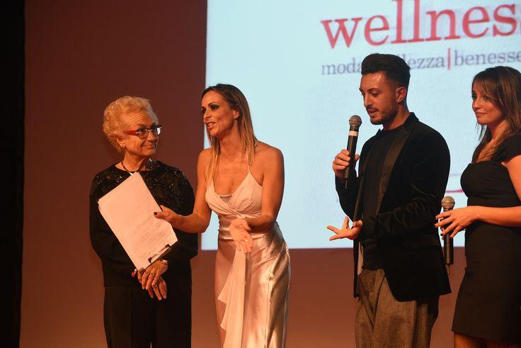 I presidenti di giuria sul palco per la premiazione: Valeria Maione, consigliera di parità della Regione Liguria, e Niky Epi, hair and make up artist