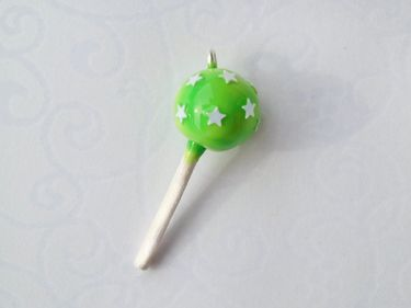 http://de.dawanda.com/product/55460199-Cake-Pop-Anhaenger---gruen-mit-Sternchen