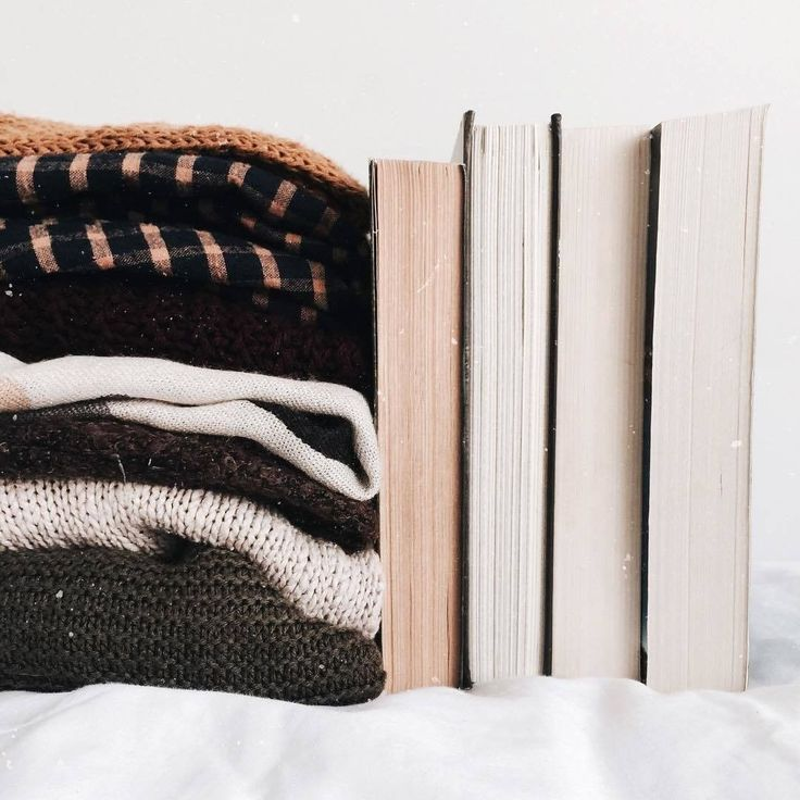 "831 aprecieri, 11 comentarii - Culture Trip Books (@culturetripbooks) pe Instagram: ""Sometimes it's nice to pretend you have plans just so you can throw on that cosy and warm chunky…"""
