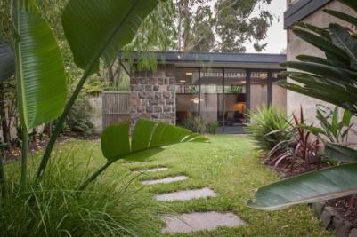 One of my favourite mid-century modern resources is Modernist Australia (www.modernistaustralia.com) and their great list of mid-century modern houses that are up for sale. Included on the list is …