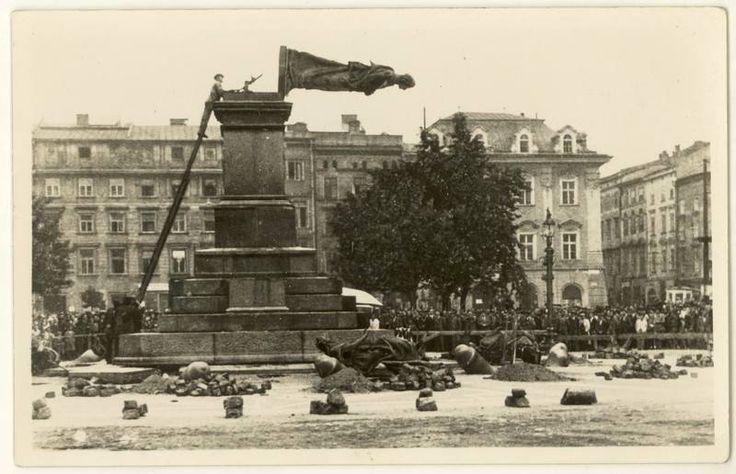 Burzenie pomnika Adama Mickiewicza przez hitlerowców, fot. nieznany, 17 VIII 1940.