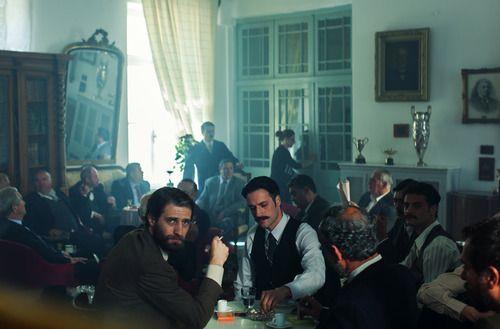 Ο Μάξιμος Μουμούρης (Νίκος) και ο Ανδρέας Κωνσταντίνου (Σπύρος), από τα γυρίσματα της νέας ταινίας του Παντελή Βούλγαρη Μικρά Αγγλία στην Άνδρο. #MikraAgglia
