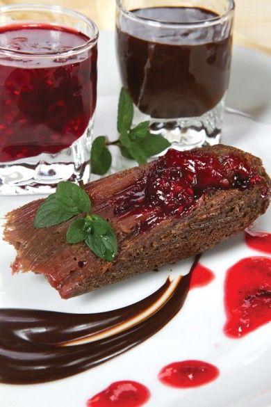 Tamal de chocolate y frutos rojos
