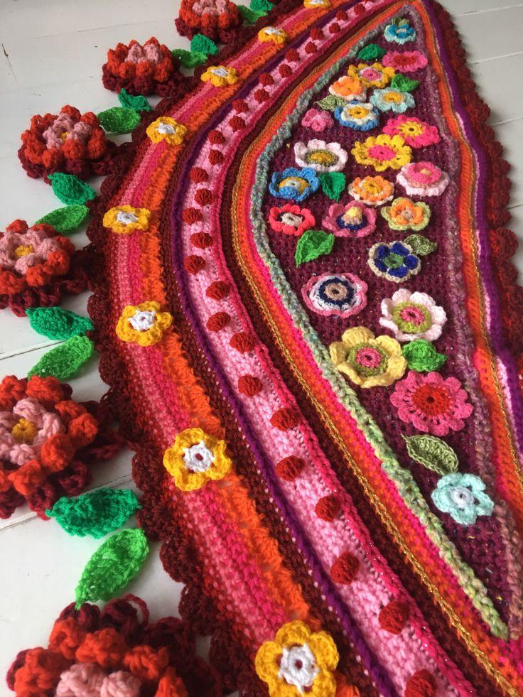 Een persoonlijke favoriet uit mijn Etsy shop https://www.etsy.com/nl/listing/515070155/gehaakte-omslagdoek-bloemen-sjaal