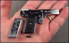 La Kolibri en Battlefield 1 es un arma secundaria, una pistola en miniatura que aunque parezca mentira es real. Aunque su daño es muy escaso y cuesta mucho