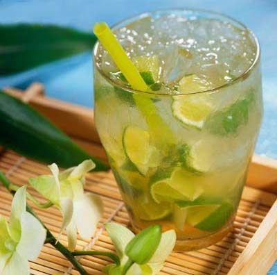 Caipirinha - 1/2 lime, quartered   1 teaspoon white sugar   2 1/2 fluid ounces cachaca   1 cup ice cubes