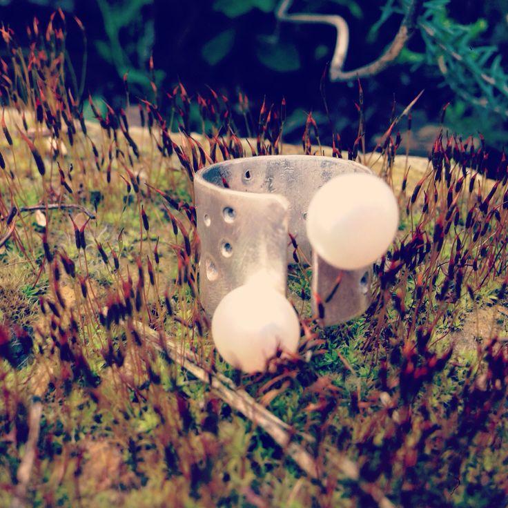 Drops/silver ring