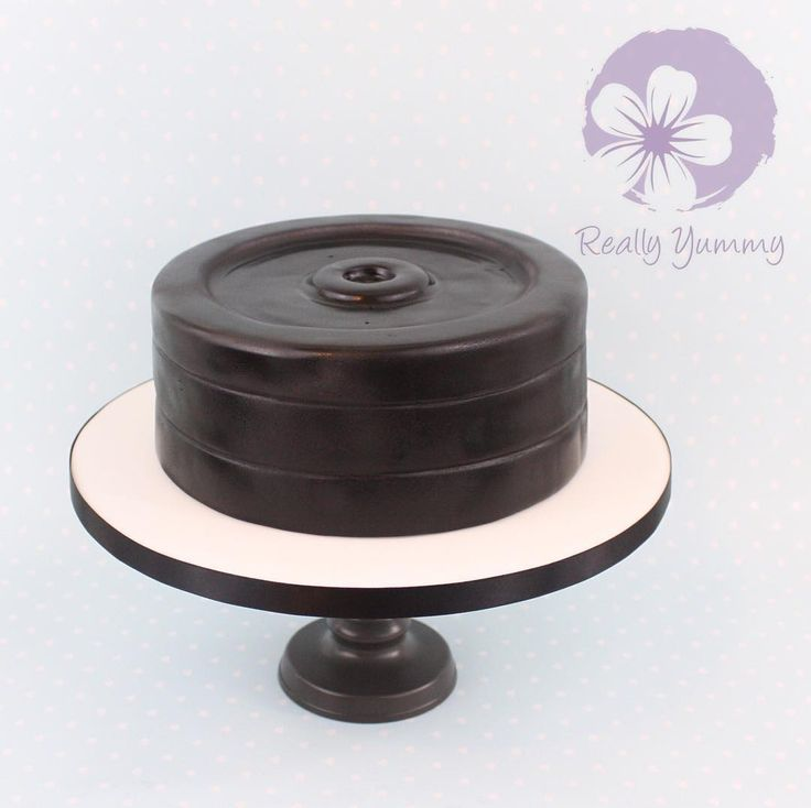 Know a fitness fanatic? How about a set of weights for a cake? #Reallyyummycakes #cakedesigner #bespokecakes #hampshirecakes #winchestercakes #cakes #winchester #hampshire #designercakes #designinspiration #designprocess #gym #fitness #weights