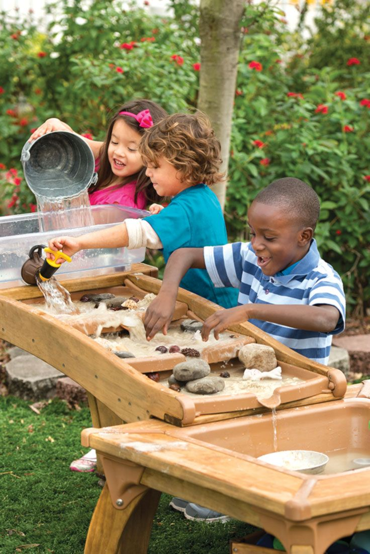 Experience real-life erosion, flood control and experimentation with natural loose parts. The water is recycled the old-fashioned way: by hand! Bucket brigades build cooperation, team work and communication skills.