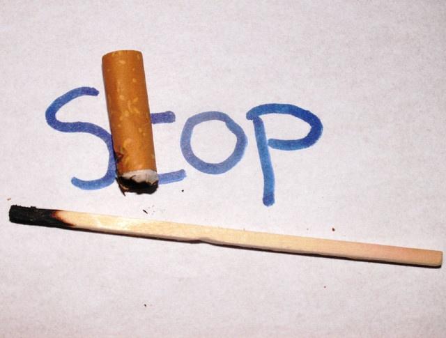 Opdracht januari is goede voornemens. Nou rook ik zelf niet, maar veel mensen hebben als goede voornemen stoppen met roken dus dacht ik laat ik dit maar op de foto zetten     Hier een interresante tip om( te stoppen met roken| gestopt te blijven met roken| nooit meer te roken| je laatste sigaret voorwel te zeggen)  voordelenstoppenmetroken.net