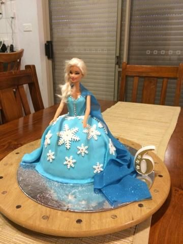 Kelsey's Birthday Cake -My first go at fondant- Queen Elsa - Frozen