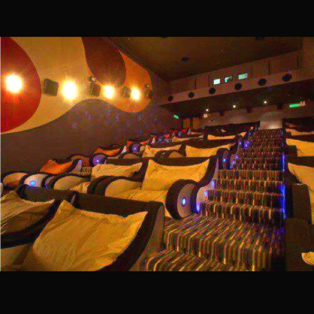 Movie theatre just for cuddling (: we need more of these. Haha: Future Houses, Home Theater, Dreams Houses, Movie Rooms, Theater Rooms, Movie Theater, Theatre Rooms, Cinema Rooms, Movie Houses