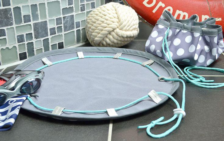 Badeteppich to go aus Softshell grau mit weißen Punkten - ein Designerstück von Blauwalfluke bei DaWanda in Badeteppiche und Matten
