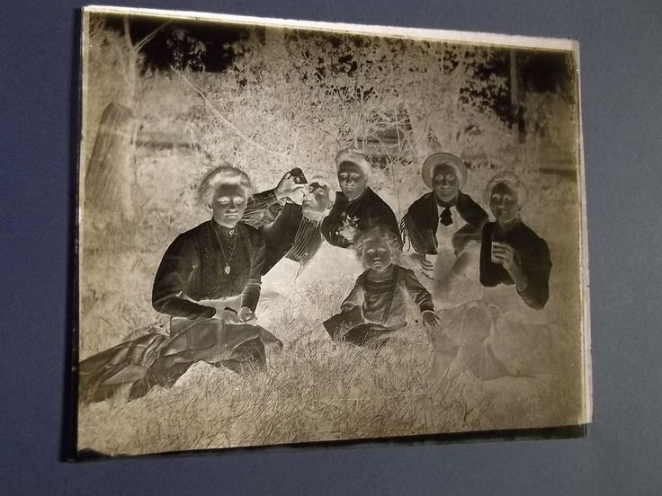 """VINTAGE GLASS PLATE PHOTO NEGATIVE- FAMILY DRINKING from BOTTLES - #122 - 4"""" X5"""""""