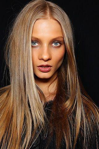 Nice straight ash blonde hair by Anna Selezneva