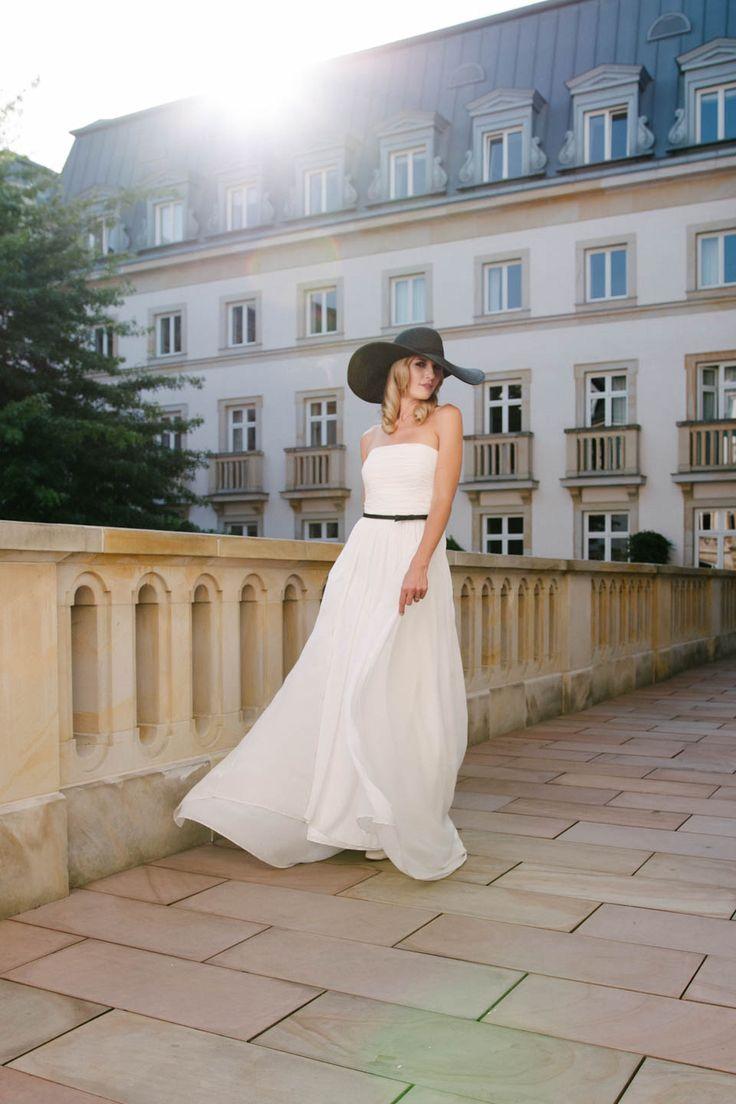 Schlichtes, elegantes Hochzeitskleid 20er Jahre Stil aus Seide von küssdiebraut Faye