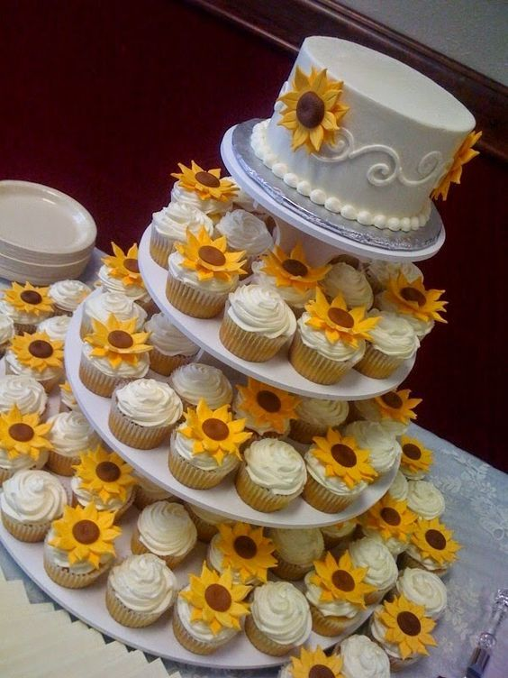 Sunflower Wedding Cupcake / http://www.himisspuff.com/country-sunflower-wedding-ideas/8/