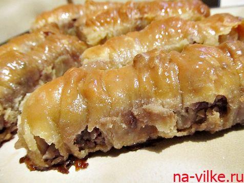 Пахлава или баклава по-турецки - знаменитая восточная сладость. Предлагаем приготовить пахлаву с мёдом и грецкими орехами в домашних условиях.