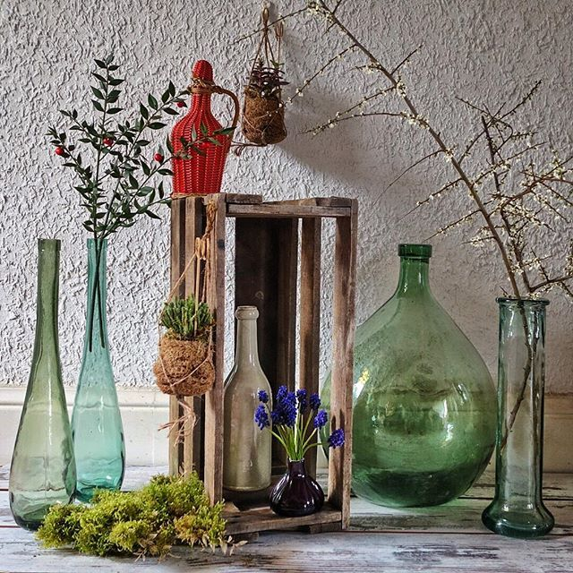 Sunday Morning Ambiance Campagne Recup Bois Brut Et Bouteilles Accumulees Viedemeuble Vintage Wood Brocan Bottles Decoration Glass Vase Decor