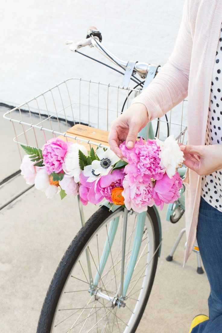 DIY Floral Bike Basket @LovelyIndeed