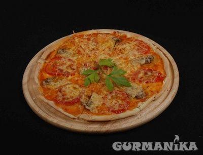 Фото. Пицца с куриным филе и чесноком - рецепт