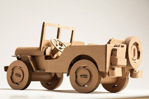Leolandia Willys Jeep is an incredibly realistic jeep, it even includes a foldback seat with removable jerry can! Available in recycled cardboard, this 49 piece cardboard construction set takes 60 min to assemble. Size:22 cm long assembled