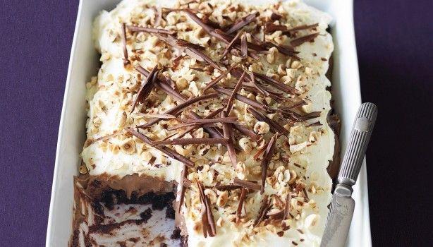 Ένα υπέροχο γλύκισμα Black Forest. Μια συνταγή για ένα γλύκισμα για όλες τις περιστάσεις που σίγουρα θα εντυπωσιάσει εσάς και τους καλεσμένους σας. Απολαύστε το  Υλικά συνταγής  2 κονσέρβες βύσσινο σε σιρόπι (425 γρ. η μια) [*]  1